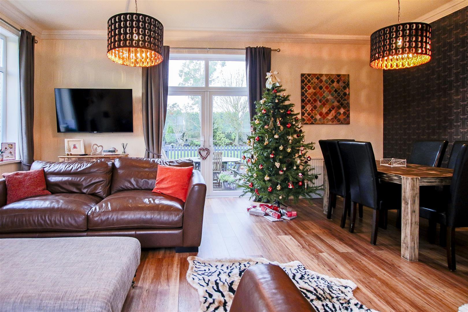 4 Bedroom Detached House For Sale - 60.jpg